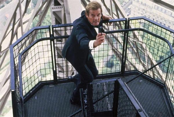 Cảnh quay phim hành động trên tháp Eiffel