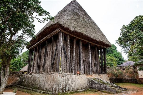 Ngôi đền Achum - nơi tổ chức các nghi lễ, thờ cúng tổ tiên.