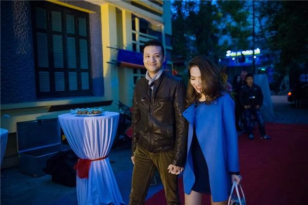 Vợ chồng Đan Lê - Khải Anh tay trong tay đến chúc mừng Phan Anh. - Tin sao Viet - Tin tuc sao Viet - Scandal sao Viet - Tin tuc cua Sao - Tin cua Sao