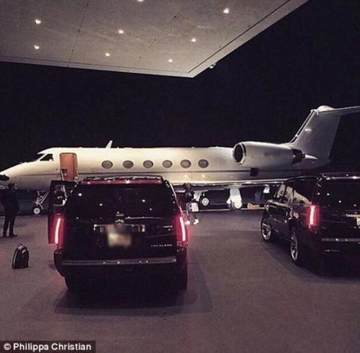 """Những """"siêu vú em"""" còn được xe sang hộ tống tới tận sân bay để cùng gia đình chủ giàu có vi vu khắp nơi trên khoang hạng nhất của máy bay."""