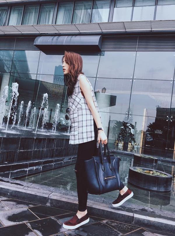"""Hạng mục giày """"hot"""" của năm 2015 không thể thiếu giày slip-on. Không chỉ các tín đồ thời trang thế giới mà tại Việt Nam, các bạn trẻ cũng như """"phát cuồng"""" với kiểu giày năng động này."""