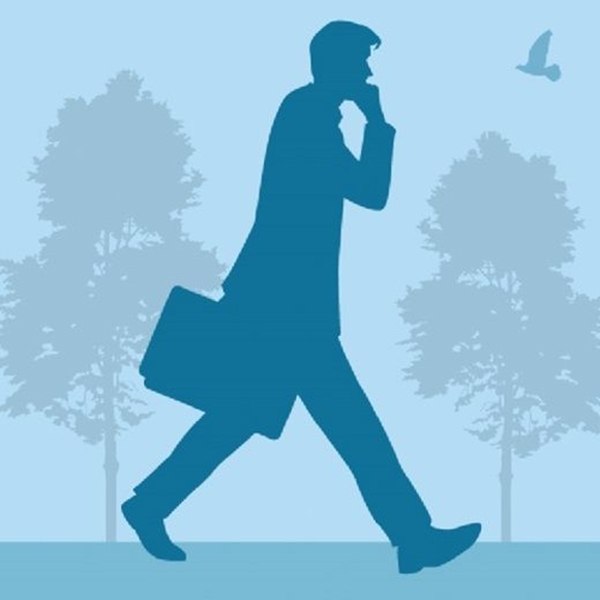 Bước chân nhanh, tập trung về phía trước là biểu hiện của những người có mục tiêu rõ ràng trong cuộc sống. (Ảnh: Internet)