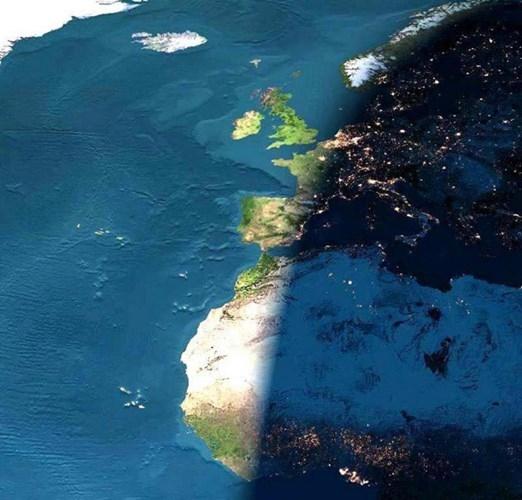 Ranh giới giữa ngày và đêm khi nhìn từ không gian.