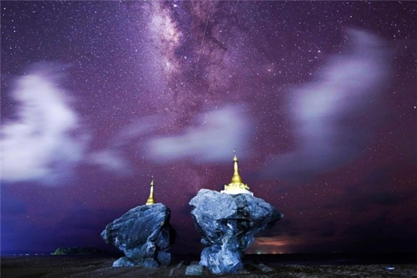 Ảnh chụp dải ngân hà Milky Way ở bãi biển Ngew Saung, phía Tây Pathein, vùng Irrawaddy, Myanmar là một trong những khoảnh khắc đẹp nhất trên bầu trời năm 2015.