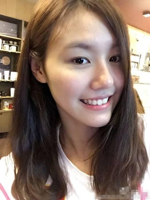 Liu Xiang luôn nhí nhảnh trong những lần xuất hiện và cô luôn sống thật với tuổi 18 của mình.