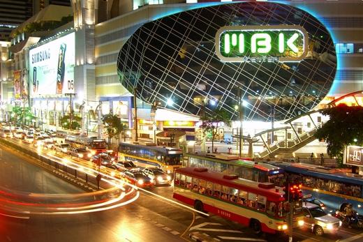 """MBK – trung tâm mua sắm """"huyền thoại"""" ở Thái Lan ra đời từ rất lâu và bày bán tất cả các loại mặt hàng."""