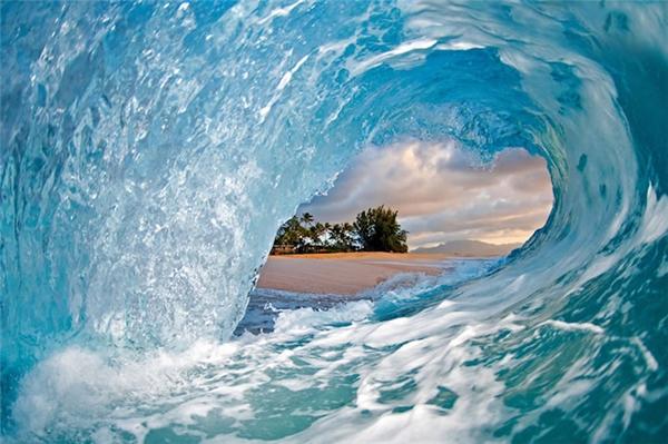 """Khoảnh khắc sóng biển """"đóng băng"""" đẹp đến nghẹt thở"""