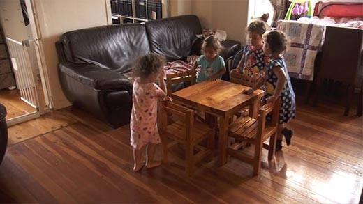 Gặp gỡ cặp vợ chồng 5 năm sinh... 8 đứa con
