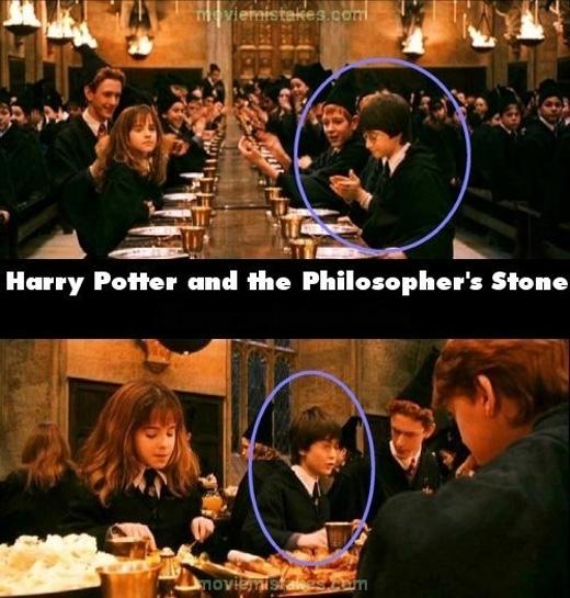 Mới năm nhất nhưng Harry đã học được phép phân thân, cảnh trướccòn ngồi đối diện với Hermione, cảnh sau đã ngồi cùng bàn với cô bé. (Ảnh: buzzfeed)