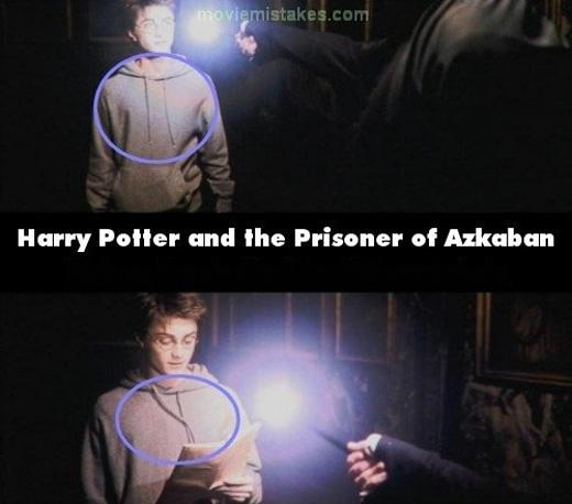 Hai sợi dây áo trùm đầu của Harry lại ở hai vị trí khác nhau trong cùng một cảnh. (Ảnh: buzzfeed)