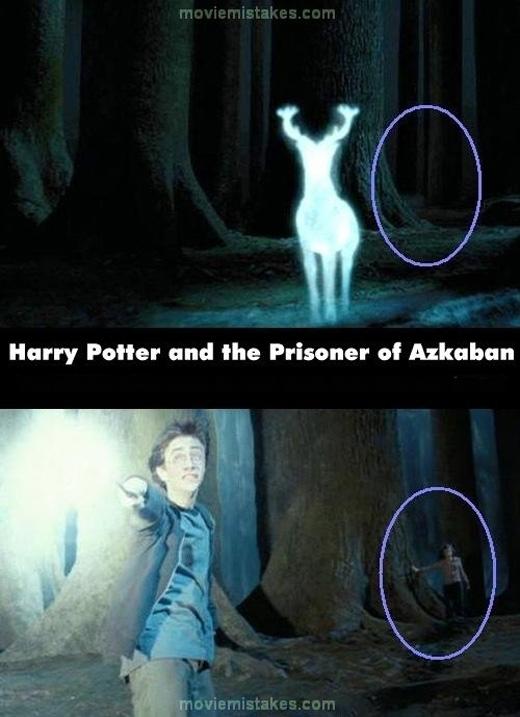 Hermione xuất hiện gần cái cây trong cảnh thứ hai, trong khi cảnh đầu tiên thì không. (Ảnh: buzzfeed)
