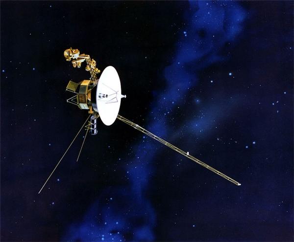 Mô phỏng tàu Voyager trong vũ trụ.