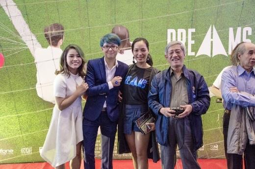 Giám đốc sản xuất Hoàng Thùy Linh và thầy giáo của trường, cùng hai cố vấn là hai đạo diễn nổi tiếng: Vũ Ngọc Phượng và Nguyễn Hoàng Điệp.