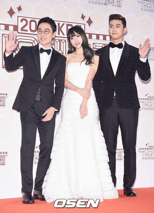 """Lee Hwi Jae, Hani (EXID) và Taecyeon (2PM) là """"chủ xị"""" chương trình đêm nay"""