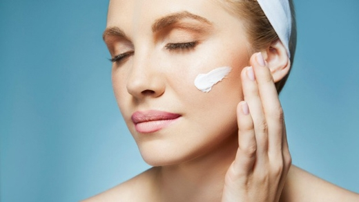 Sữa tắm, kem chống nắng... có khả năng gây ung thư vú vì chứa chấtparabenphá vỡ nội tiết tố. (Ảnh: Internet)