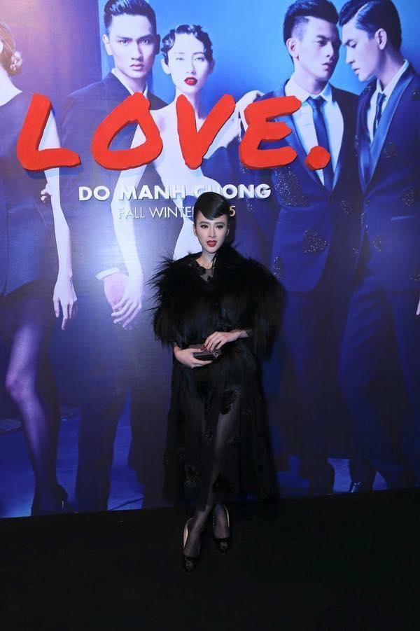 Những bộ váy xuyên thấu đẹp hút hồn của Angela Phương Trinh