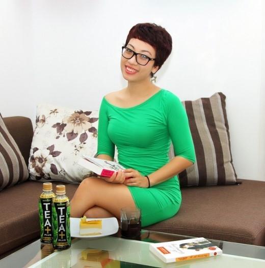 Những chai Trà Ô Long TEA+ Plus là thức uống không thể thiếutrong mùa Tết nhẹ nhàng của gia đình Phan Anh.
