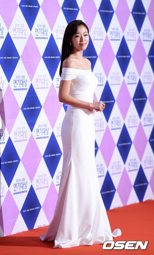 Tân binh Jo Soo Hyang để lại ấn tượng sâu sắc sau vai phản diện trong Who Are You: School 2015