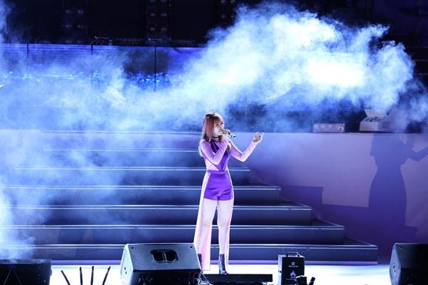 Đốt mắt trước màn biểu diễn sôi động của Hoàng Thùy Linh và Bảo Anh - Tin sao Viet - Tin tuc sao Viet - Scandal sao Viet - Tin tuc cua Sao - Tin cua Sao