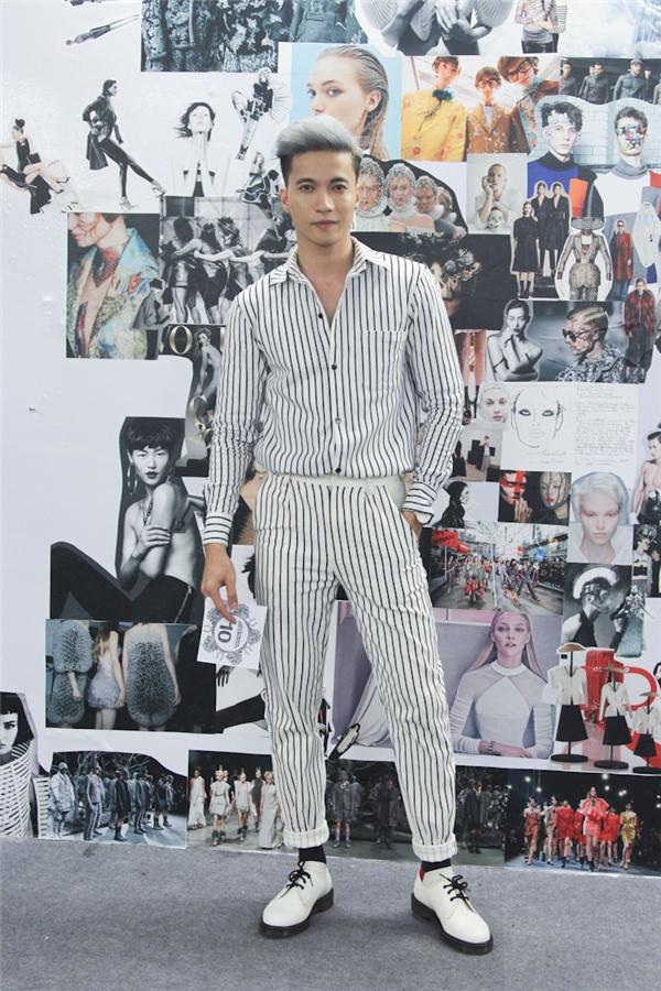 """ST chia sẻ: """"ST cảm thấy rất hồi hộp vì phải trình diễn catwalk và mặc trang phục của những nhà thiết kế trẻ tiềm năng của nền thời trang. Hi vọng nhà thiết kế may trang phục cho ST sẽ được giám khảo đánh giá cao nhé!""""."""