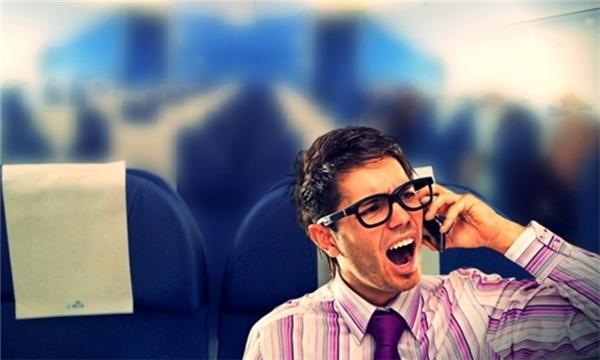 Hãy tắt chuông điện thoại di động khi ở rạp phim, nhà hát hay trong các cuộc họp bạn nhé. (Ảnh: Internet)