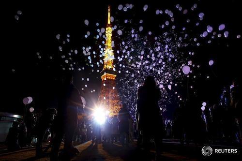 Không bắn pháo hoa như các nước phương Tây,Nhật Bảnlựa chọn thả bóng bay để chúc mừng năm mới.(Ảnh: Internet)