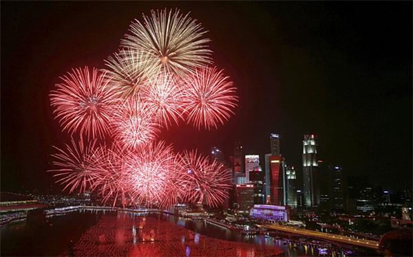 Pháo hoa trên vịnhMarina - Singapore.(Ảnh: Internet)