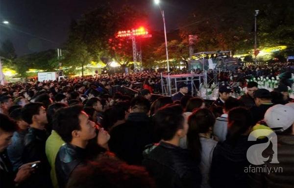 Người dân bắt đầu hòa mình vào không khí chào đón năm mới.