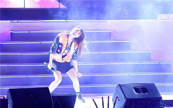 Nữ ca sĩ dành tặng khán giả ca khúc Khóc - sáng tác của Đông Nhi phiên bản Hàn Quốc. - Tin sao Viet - Tin tuc sao Viet - Scandal sao Viet - Tin tuc cua Sao - Tin cua Sao