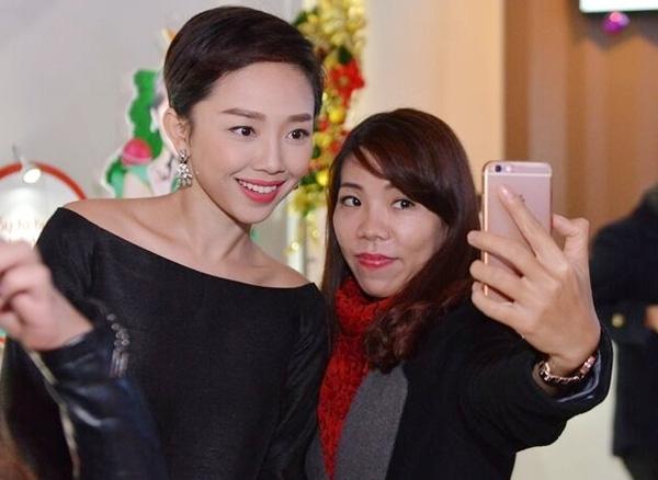 Tóc Tiên xinh đẹp, cực thân thiện với fan Hà Nội - Tin sao Viet - Tin tuc sao Viet - Scandal sao Viet - Tin tuc cua Sao - Tin cua Sao
