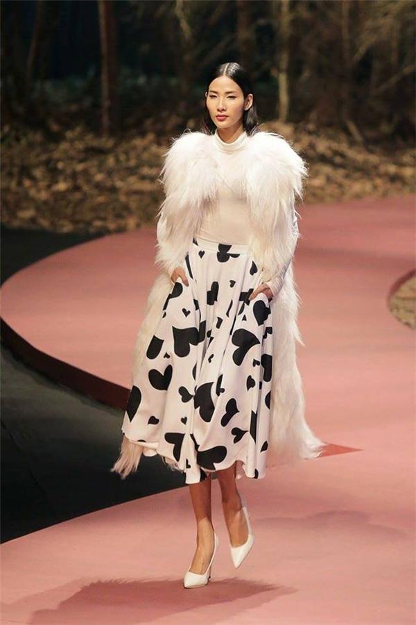 Hoàng Thùy tiếp tục tỏa sáng trên tạp chí thời trang quốc tế