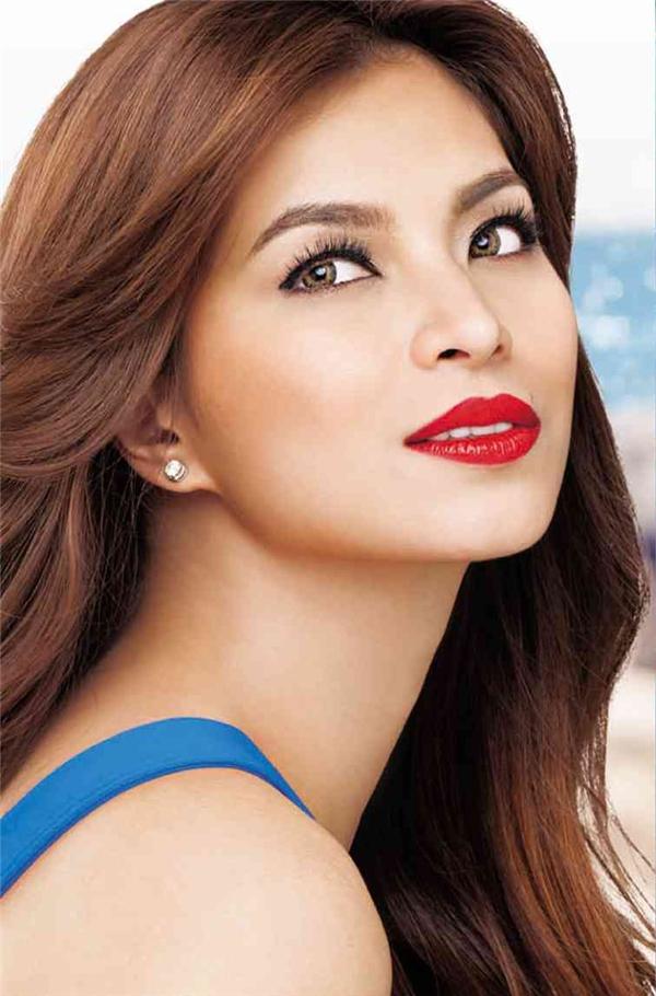 Đứng đầu danh sách này là nữ diễn viên Angel Locsin với vẻ đẹp ngọt ngào, thanh thoát.