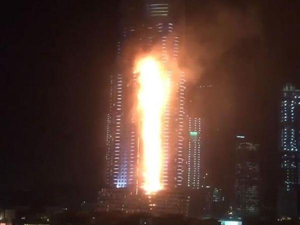 Siêu khách sạn Dubai chìm trong biển lửa đêm giao thừa