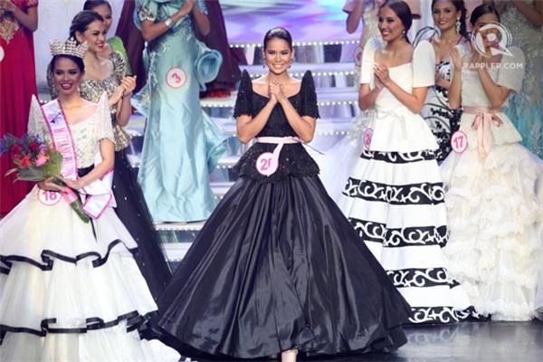 Leren Mae Bautista năm nay 23 tuổi và từng đăng quang cuộc thi Hoa hậu cấp quốc gia của Philippines. Sau đó, cô chính thức trở thành đại diện của quốc gia Đông Nam Á này tại Hoa hậu Du lịch quốc tế 2015. Đây là chiếc vương miện thứ 3 mà các nhan sắc của Philippines mang về trong năm nay.