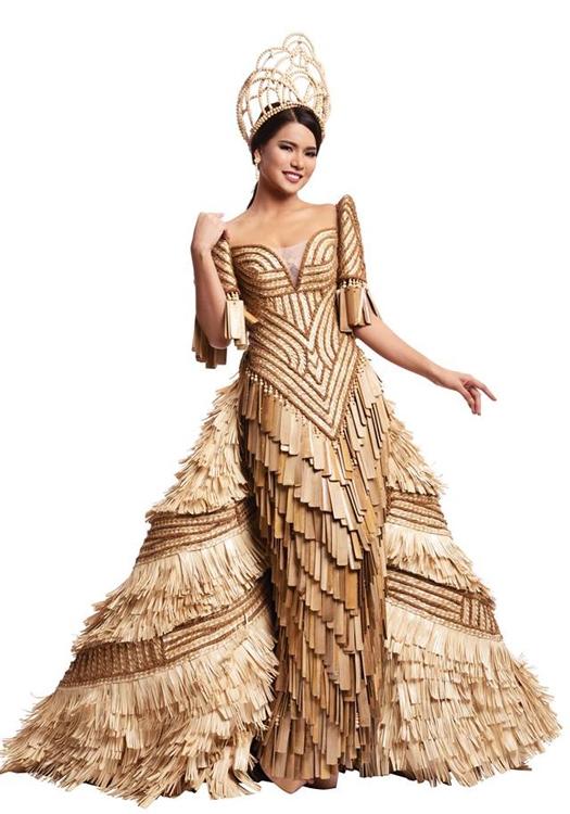"""Leren Mae Bautista với trang phục truyền thống được thiết kế khá cầu kì. Trong những năm qua, tại các cuộc thi nhan sắc quốc tế, người đẹp Philippines thường """"ẵm"""" giải Trang phục truyền thống đẹp nhất."""