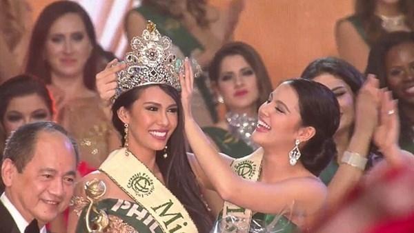 Angelia Ong đã giúp Philippines liên tục 2 năm giữ vương miện Hoa hậu Trái đất khi đăng quang trong đêm chung kết vào ngày 18/12 tại Áo.
