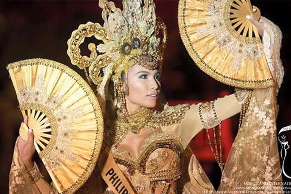 Cô cũng là thí sinh nhận giải phụ trang phục truyền thống đẹp nhất.