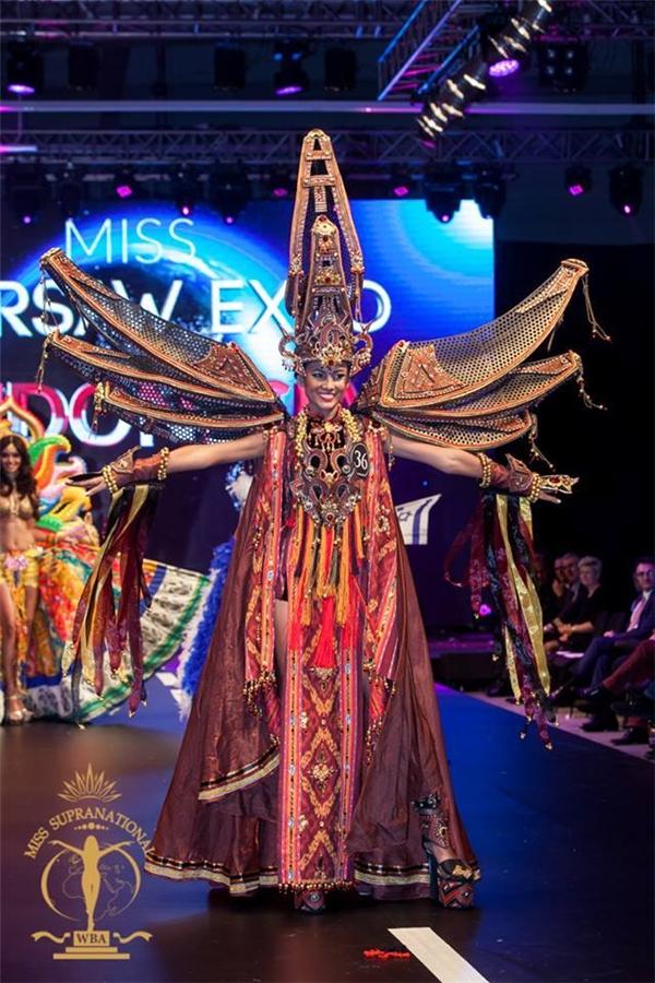 Trong đêm chung kết Hoa hậu Siêu Quốc gia 2015 được tổ chức tại Ba Lan, người đẹp đại diện Philippines có mặt trong top 20 chung cuộc cùng giải thưởng phụ Trang phục truyền thống đẹp nhất.
