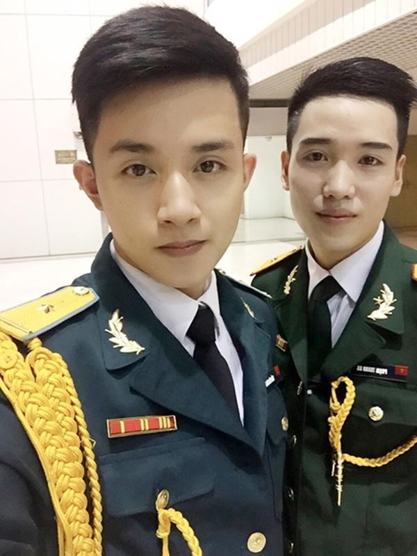 Anh chàng điển trai cho hay, chỉ đăng những bức ảnh mặc quân phục để làm kỉ niệm nhưngkhông ngờ lạinhận được nhiều sự quan tâm chú ý của mọi người. (Ảnh: Internet)