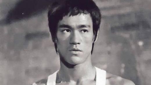 Dù Lý Tiểu Long đã qua đời rất nhiều năm, nhưng ông vẫn giữ được vị trí số 1 trong làng điện ảnh võ thuật Hoa ngữ và thế giới. Là một trong những ngôi sao châu Á đầu tiên tấn công Hollywood, Lý Tiểu Long khiến nhiều người phải ngưỡng mộ khi giữ vững tinh thần và lòng tự tôn dân tộc nơi xứ người.