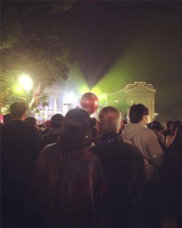 Bức ảnh được một bạn trẻ ghi lại trong đêm chào đón giao thừa tại Hà Nội.(Ảnh: Internet)