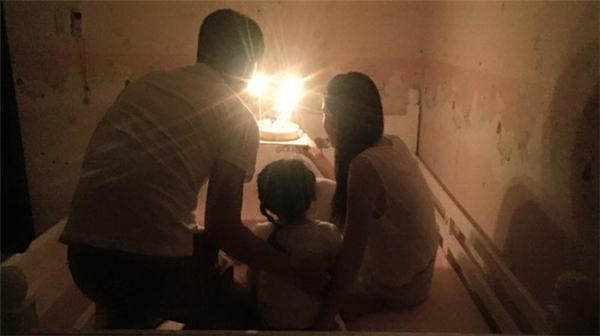 Hai mẹ con Thủy Tiên, Bánh Gạo chúc mừng sinh nhật bố Công Vinh. - Tin sao Viet - Tin tuc sao Viet - Scandal sao Viet - Tin tuc cua Sao - Tin cua Sao