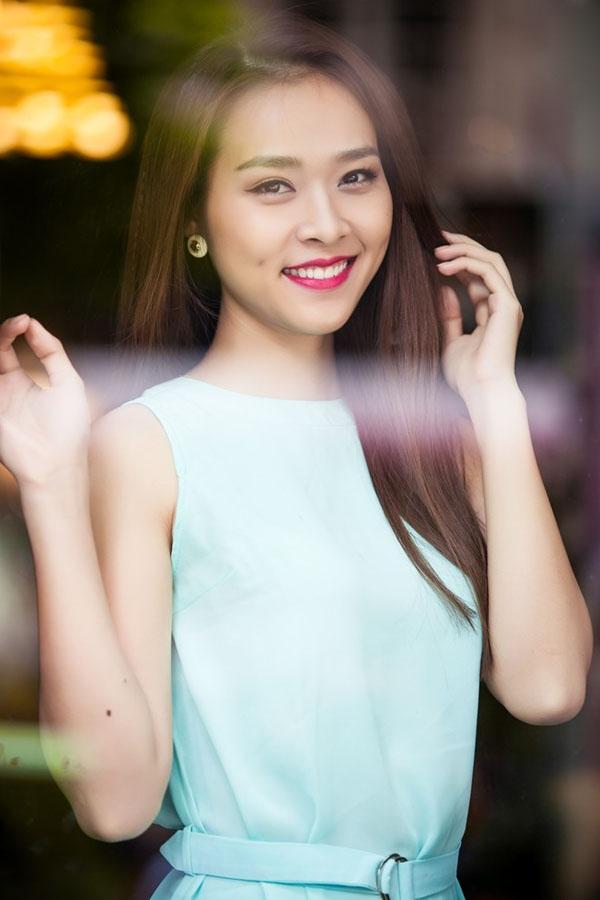 Diệp Bảo Ngọcnổi lên từ cuộc thi Miss Teen 2010 và gây được thiện cảm với nhiều người nhờ gương mặt thanh tú và đôi má lúm đồng tiền duyên dáng.