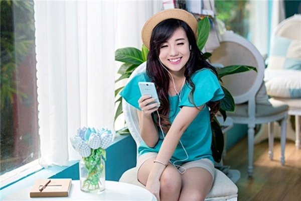 Mie Nguyễnlà một hot girl trở nên nổi tiếng sau cuộc thi Ngôi sao Thời trang năm 2010. Sau cuộc thi, nhờ vẻ đẹp nhẹ nhàng, đáng yêu với má lúm đồng tiền mà Mie nhanh chóng được cộng đồng mạng chú ý và hâm mộ.
