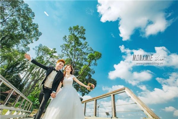 """Kết thúc chặng đường yêu xa đầy khó khăn, Anh Tú - Thanh Trúc đã được """"đền đáp"""" xứng đáng bằng một đám cưới tràn đầy niềm vui và hạnh phúc. (Ảnh: Internet)"""