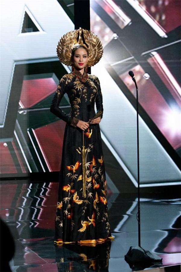 Phần trình diễn của Phạm Hương tại Hoa hậu Hoàn vũ được khen ngợi hết lời. - Tin sao Viet - Tin tuc sao Viet - Scandal sao Viet - Tin tuc cua Sao - Tin cua Sao