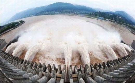 """Các công trình thủy điện cũng """"góp phần"""" tàn phá môi trường. (Ảnh: Internet)"""