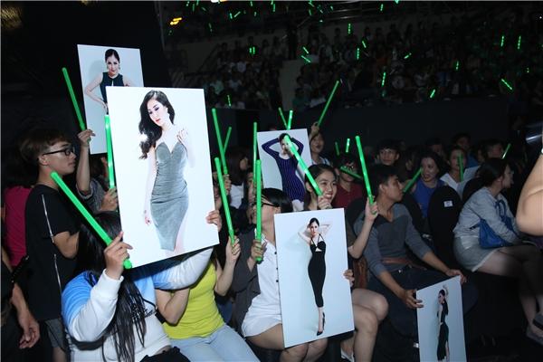 Khổng Tú Quỳnh tới cổ vũ cho người yêu, Tóc Tiên xuất hiện cùng Team V - Tin sao Viet - Tin tuc sao Viet - Scandal sao Viet - Tin tuc cua Sao - Tin cua Sao