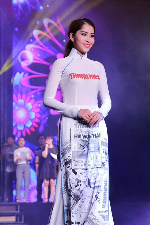 Nam Em Hoa khôi Đồng bằng sông Cửu Long 2015, top 10 Hoa hậu Hoàn vũ 2015. Hiện tại, Nam Em đang tập trung thời gian cho công việc ca hát. Sắp tới, người đẹp sẽ cho ra mắt MV nhân dịp tết nguyên đán.