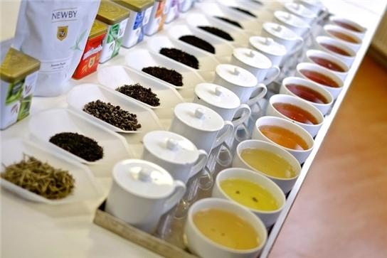 Du lịch thế giới, trải nghiệm những điều thú vị cùng với việc thưởng thức trà để phân biệt hương vị tinh tế trong trà được hưởng 37.000 USD/năm (hơn 830 triệu).